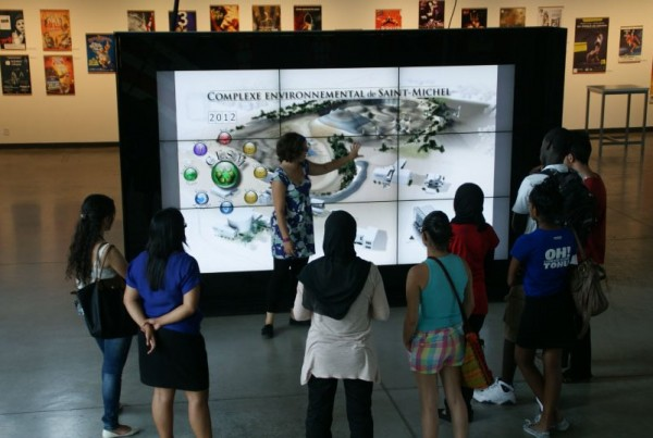 Interactive video wall for presentation